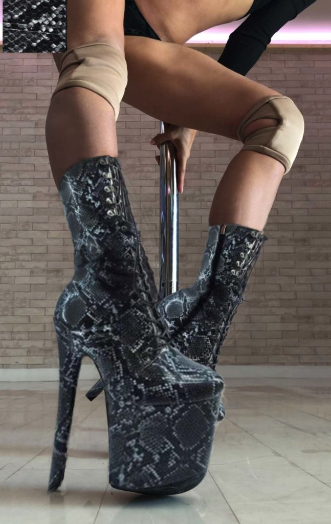 COSMOPOLE CUSTOMIZED SNAKE BOOTS