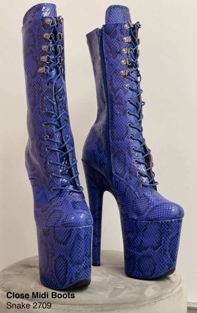 """COSMOPOLE SNAKE MIDI BOOTS BLACK AND BLUE CLOSED TOES / 8"""""""